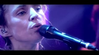 It's Happening Again - Agnes Obel Live in DWDD