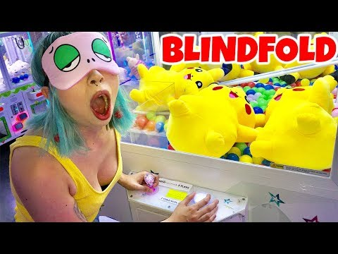 CAN'T BELIEVE SHE WON BLINDFOLDED PLAYING CLAW MACHINES!!