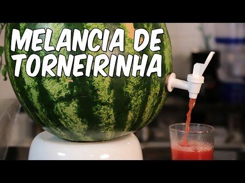 Sirva seu suco de melancia na própria fruta! Saiba como!