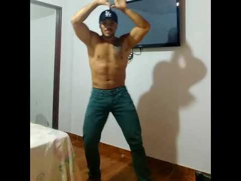 Marcio Muralha quem não dança segura a criança