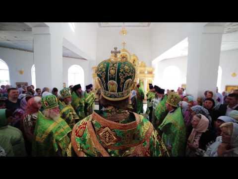 Когда делают поклоны в храме
