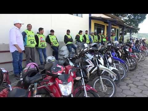 Prefeito Ayres Scorsatto ao lado dos Mototaxistas legalizados