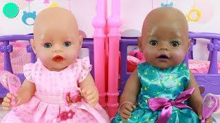 MakeUp Baby Born Juegan a maquillarse con brillos