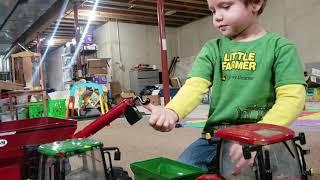Ertl Big Farm tractor video
