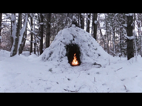 Winter Bushcraft Camp Building - Wikiup, Axe, Knife, Snow Storm