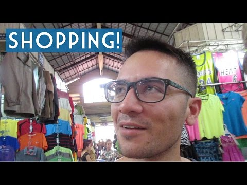 Video Bến Thành Market and Songkran in Vietnam?! // Ho Chi Minh City, Vietnam