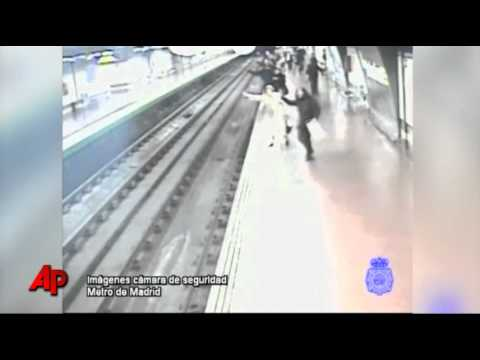 Man Rescued on Madrid Railway Tracks (vid)