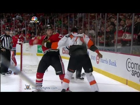 Wayne Simmonds vs Sheldon Brookbank