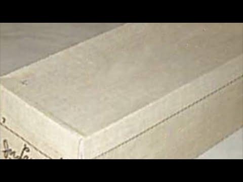Перед смертью жена сказала мужу о коробке спрятанной в шкафу  открыв её он увидел вязанные куклы