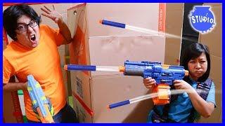 Box Fort Maze Ultimate Nerf Battle Challenge ! Boys Vs. Girls