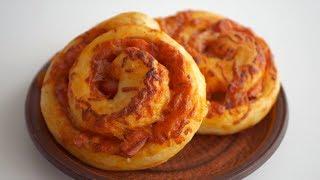"""Булочки """"Улитки"""" с томатным соусом, сыром и сосисками. Идеальное блюдо для перекуса и пикника"""