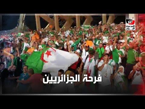 فرحة هستيرية لجماهير الجزائر عقب إحراز الهدف الأول بمرمى السنغال