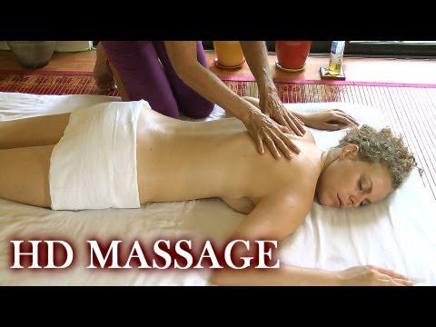 Mädchen tut Massage der Prostata und Blasen