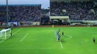 Esteban Guillen Freekick_aremaperselamp4