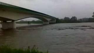 preview picture of video 'most Buków - Krzyżanowice powódź maj 2010'