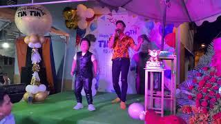 Hồ Việt Trung Ngẫu Hứng Song Ca Cùng Bé Tin Tin ANH CÓ LÀM GÌ ĐÂU | Mừng Sinh Nhật Tin Tin