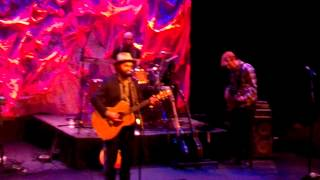 """Drew Holcomb & The Neighbors perform """"Nothing But Trouble"""" 2-26-15"""