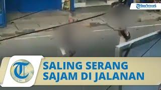 VIRAL Video Dua Orang Saling Serang Senjata Tajam di Tengah Jalan, Polisi Sebut Dendam Lama