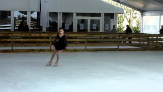preview picture of video 'Nina SALINAS Inauguration Patinoire Provisoire Argentan'