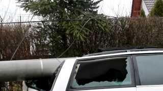 preview picture of video 'Grodków: Stracił panowanie nad autem i uderzył w słup'