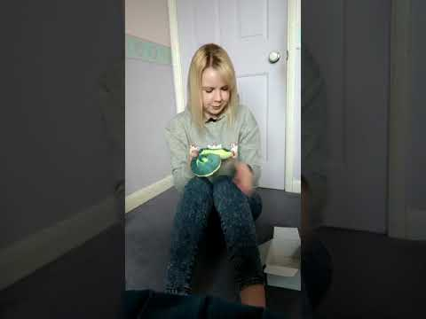 Screenshot of video: Flour Shaking