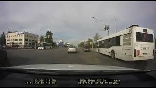 Внедорожник совершил ДТП с автобусом и скрылся в Астане
