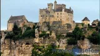 preview picture of video 'Beynac-et-Cazenac et son Château (L'un des Plus beaux villages de france | tourisme en Dordogne)'