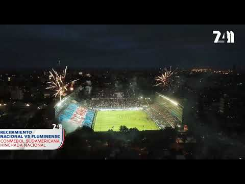 """""""Recibimiento Hinchada Nacional vs Fluminense-. Tirantes formando Decano."""" Barra: La Banda del Parque • Club: Nacional • País: Uruguay"""