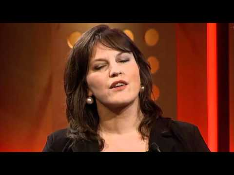 play video:Fay Claassen - 23 september 2010 De Minuut - DWDD