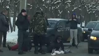 Иномарка сбила двух человек. Видео с места аварии в пензенском Арбекове