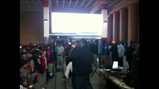 YOUNG PROBLEMZ PERFORMING BOI AT KASHMERE HIGH.mpg