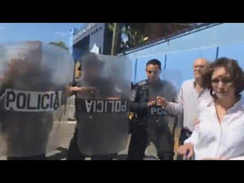Policía de Nicaragua agrede a un grupo de periodistas y fotógrafos