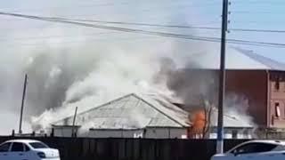 В Атырау горит частный дом