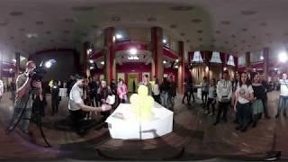 Это видео можно вращать на 360 градусов во время просмотра