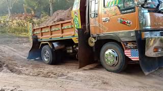 ดินทรายเล่นซะเพลาขาด dump truck excavator