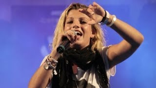 preview picture of video 'Emma Marrone in concerto a Guidonia Montecelio (Roma) : commento e polemiche'