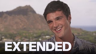 Jacob Elordi Praises 'The Kissing Booth' Co-Star Joey King | EXTENDED