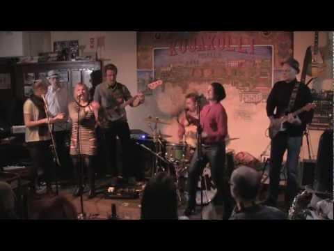 Bounce the Rump Club - I Feel the Earth Move (Kujakolli 9.3.2013)