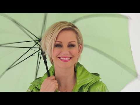 Regenjacken und Regenmäntel für Damen: Diese Allwetterjacken bestehen den Regenjacken-Test | MONA