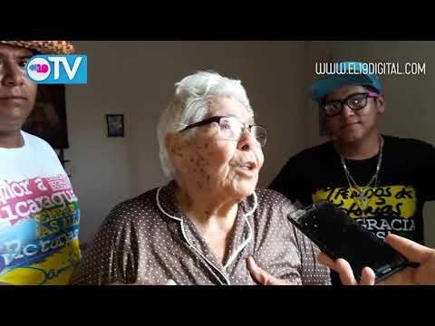 Madrecitas de Heroes y Martires reciben paquete alimenticios por el buen gobierno