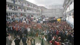 Kolumbijská věznice -  místo, kde vězni vlastní devítky a granáty - Dokument cz dabing