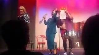 Солза и Смеа - Женски оркестар (Луда за тобом)
