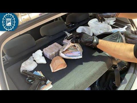 Detenido en Málaga con una pistola, hachís, cocaína y casi 7.000 euros en el maletero
