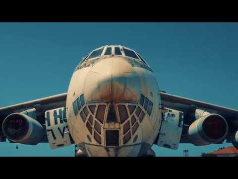 , title : 'ОАЭ Заброшенный советский самолет ИЛ-76'