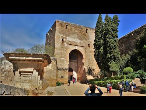 Puerta de la justicia en la Alhambra de Granada Andalucía