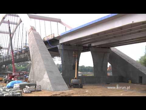 Toruń - montaż płyt pomostu zakończony