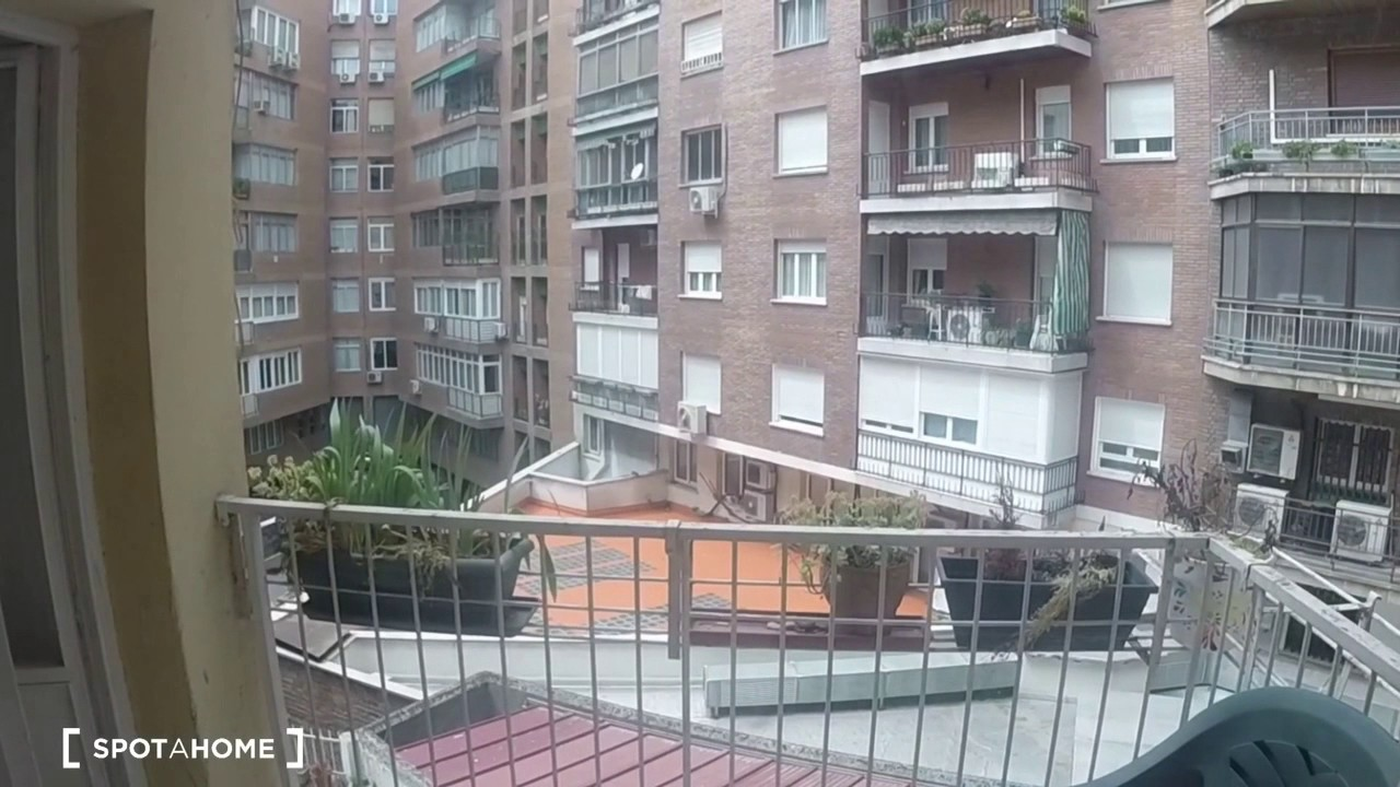 Single Bed in Rooms for rent in a fully furnished 3-bedroom apartment in Vallehermoso