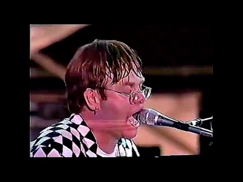 Elton John - Funeral For A Friend/Love Lies Bleeding (Live in Rio de Janeiro, Brazil 1995) HD