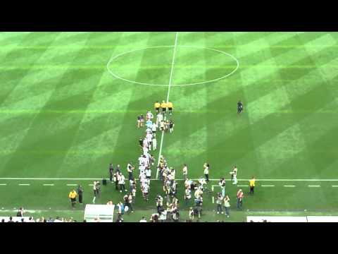 Corinthians e Corinthian Casuals entrando na Arena Corinthians