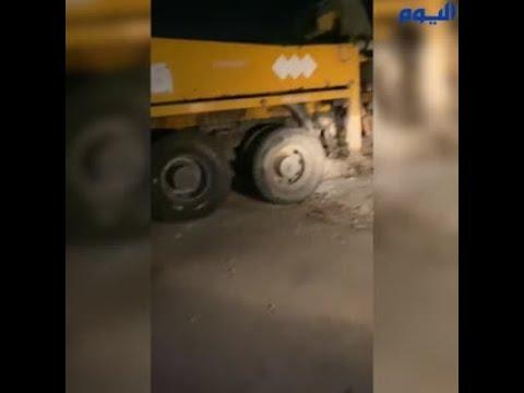 شاهد.. ضبط شاحنة تلقي مخلّفات البناء غرب الدمام